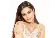 Nidhhi Agerwal indulges in bathroom selfie shoot