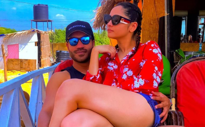 Ankita Lokhande & Vicky Jain Pose For A Romantic Pic From Goa Getaway!