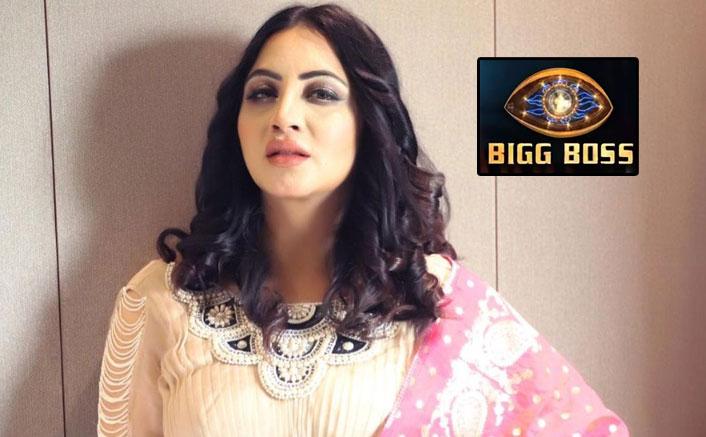 Bigg Boss 14: 'Nightie Queen' Arshi Khan grabs 'em by the eyeballs