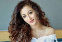 Taarak Mehta Ka Ooltah Chashmah Fame Sunayana Fozdar In White Is A Treat For Eyes