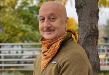 How Anupam Kher's Secretly Shot Videos Made His Mom A Social Media Superstar!