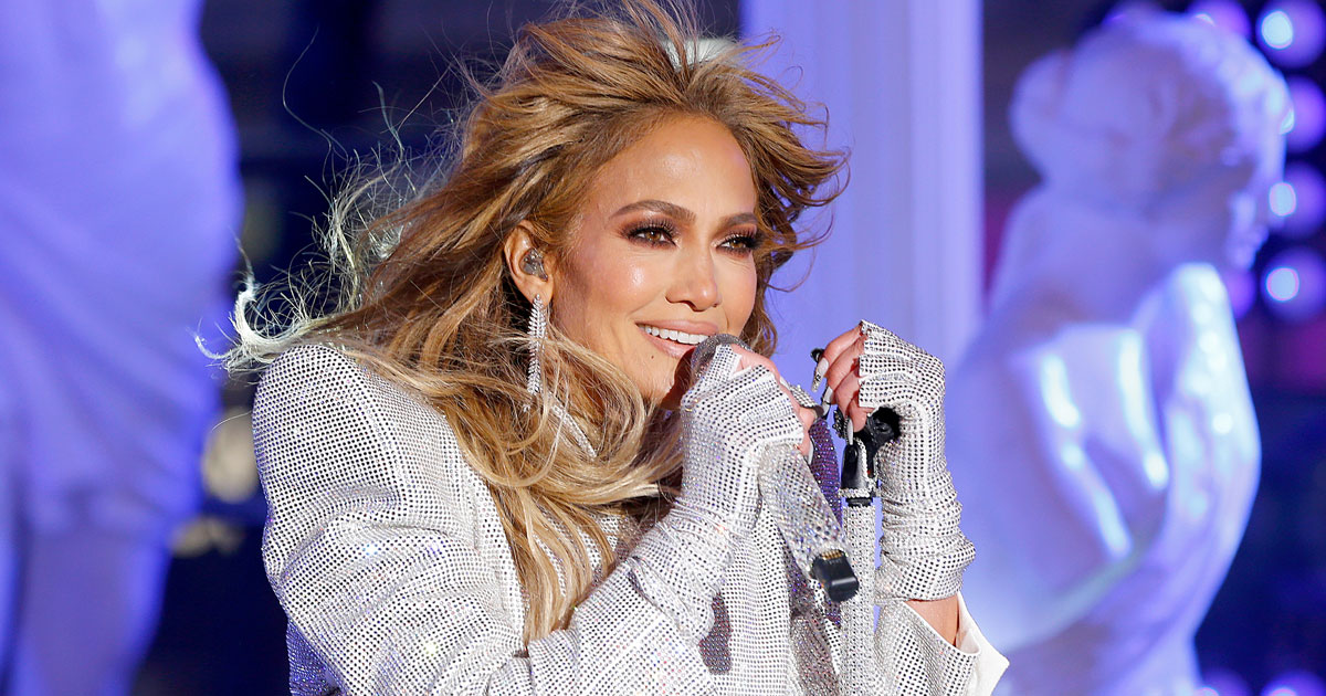 Jennifer Lopez stuns onlookers with her ideal physique