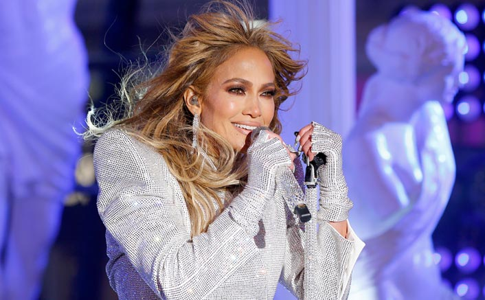 Jennifer Lopez Performs An Epic Medley at 2020 New Year's Rockin' Eve