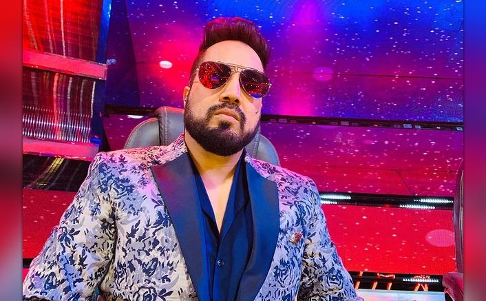 Mika Singh launches water brand, sends water ration to protesting farmers