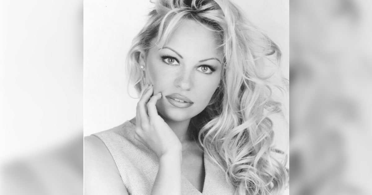 Pamela Anderson Announces Exit From Social Media