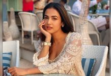 Sonal Chauhan flaunts hourglass frame in new bikini post
