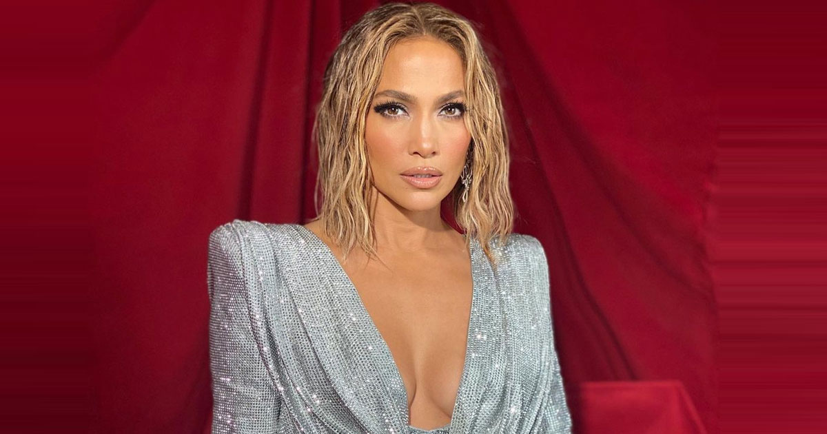 J.Lo 'chooses not to pay attention' to fiance A-Rod's affair rumours