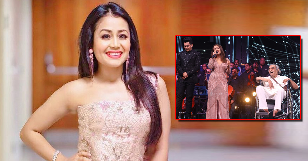 Neha Kakkar gives 5 lakhs to Bollywood lyricist Santosh Anand on the sets of Indian Idol 12