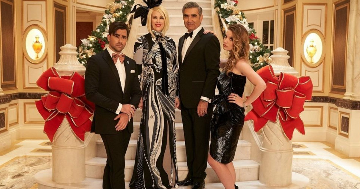 Schitt's Creek Megamansion Is Up For Sale, Costs $15 Million & We'd Need A Stiff Drink To Get Through This