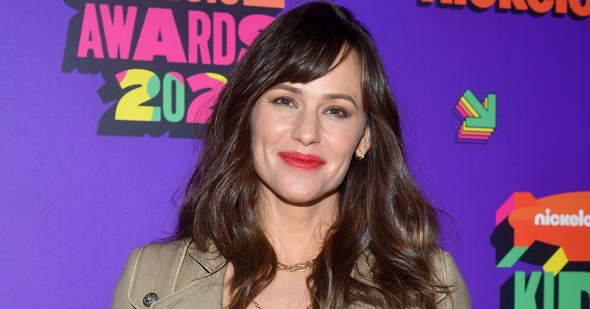 JENNIFER GARNER DOESN'T WANT TO 'COMPLICATE' LIFE WITH LOVE AND MARRIAGE