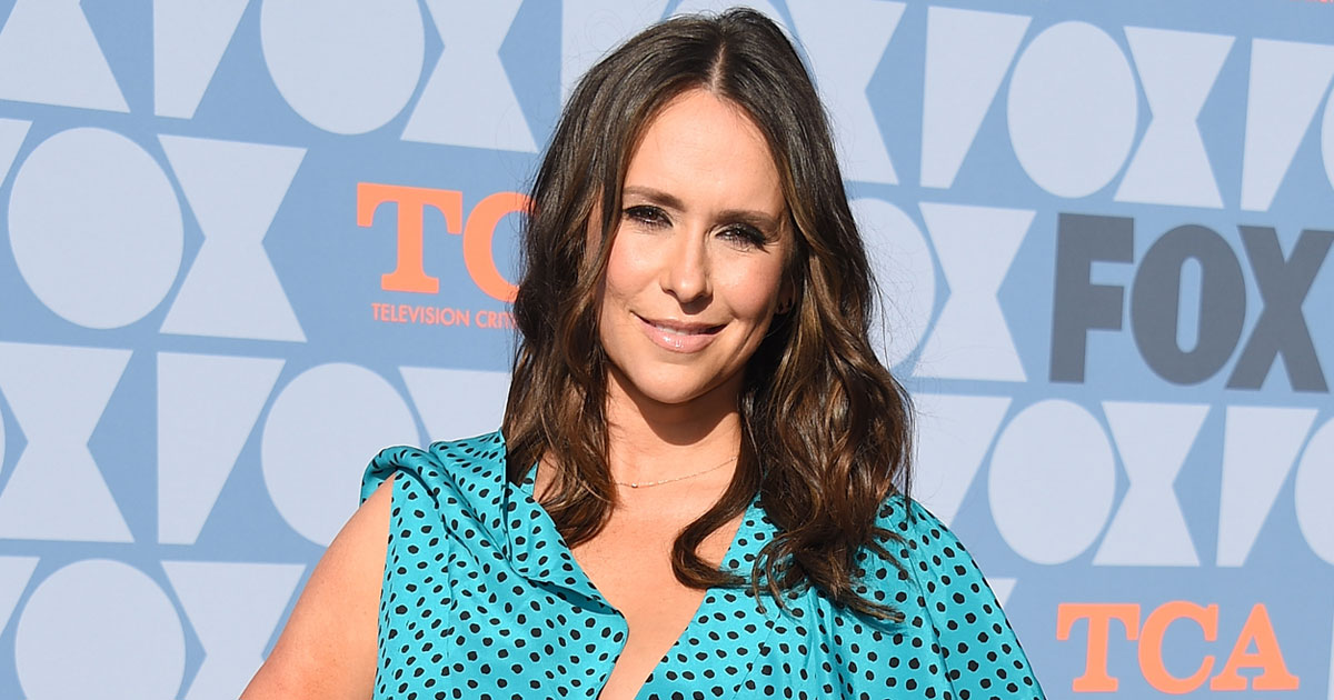 """Jennifer Love Hewitt Recalls Making Up Her Mind For Inappropriate Questions Thinking """"At Least 20 Of The 40 Mins Is Going To Be About B**bs & Body"""""""