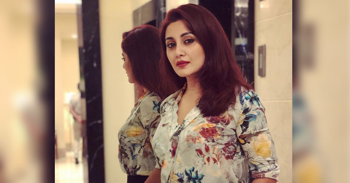 Rimi Sen Opens Up About The Financial Crisis Which Pushed Her Into Acting At An Early Age