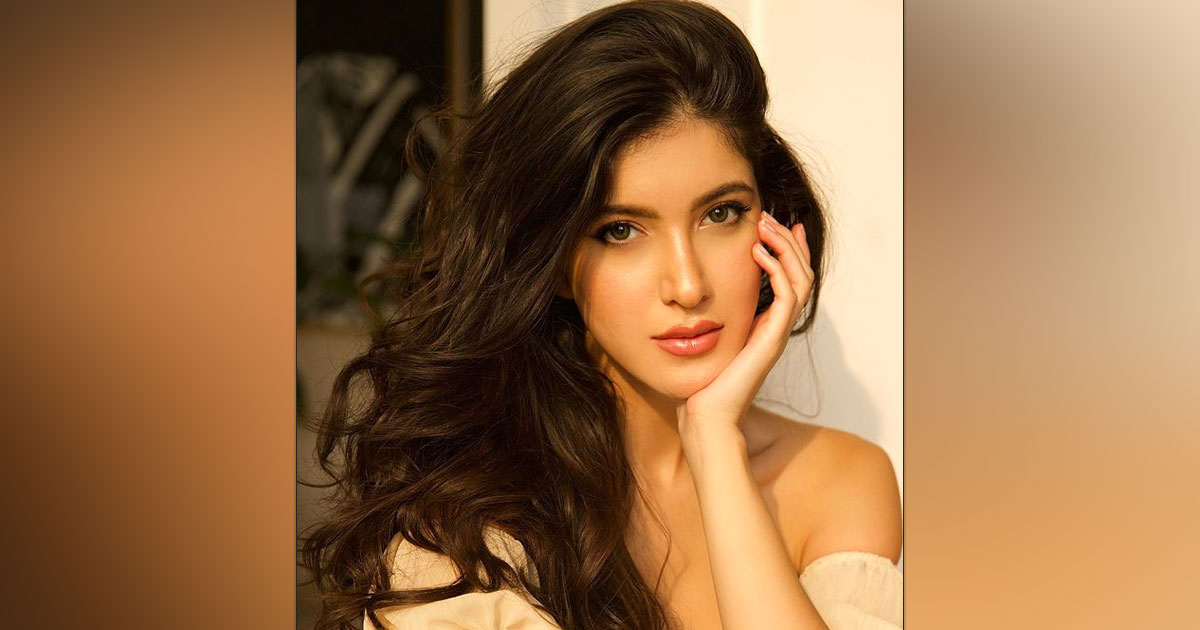Shanaya Kapoor's Skincare Regime Consists Of Minimalistic Products That Are Accessible & Inexpensive For Everyone To Try - Deets Inside