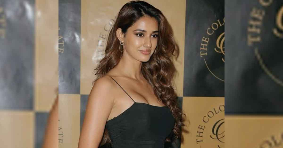 Disha Patani Sets Internet On Fire With A Mirror Selfie Showing Off Her Stunning Body!