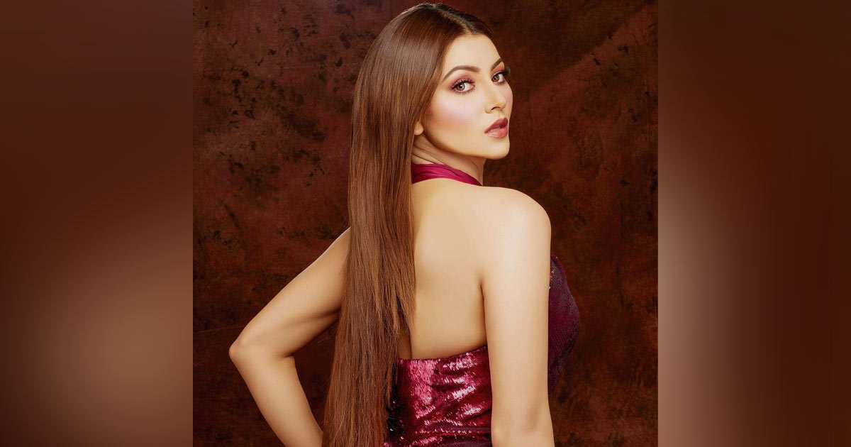 """Urvashi Rautela's """"Don't Know Any Cricketers"""" Comment Inspires Memes!"""