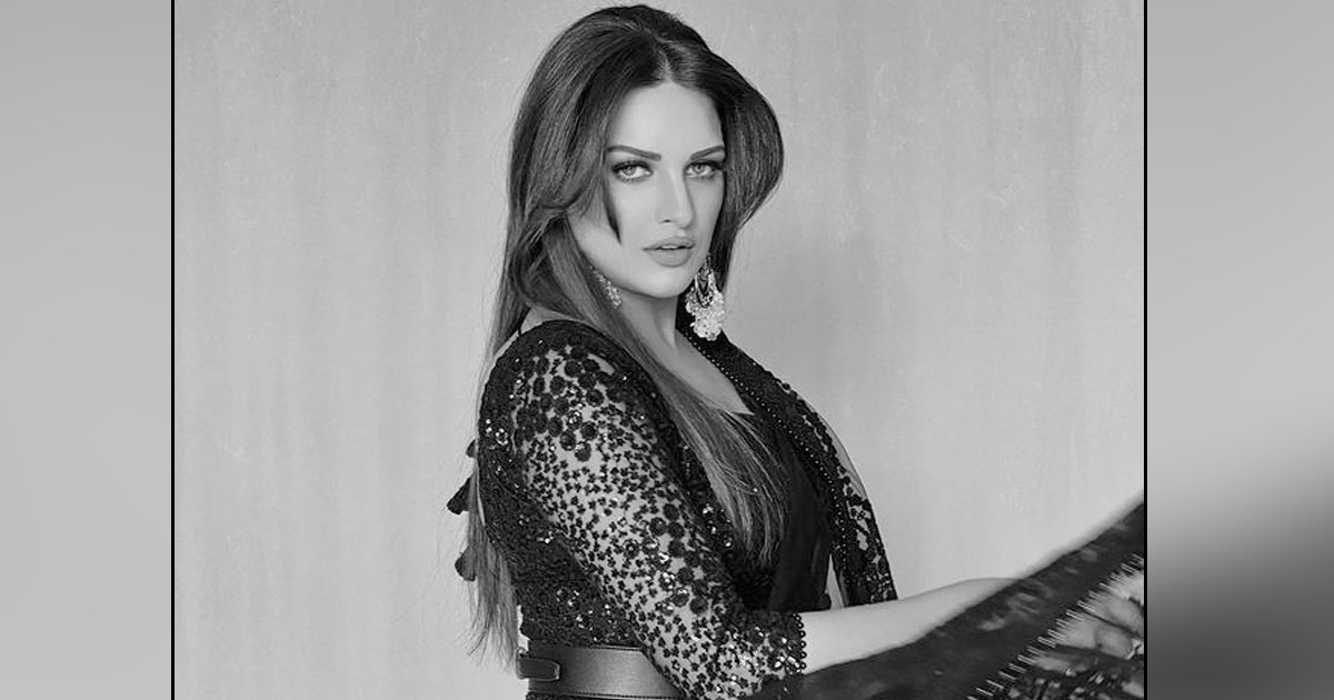 Himanshi Khurana Looks Like A Black Rose In Her Picture & Will Leave You Speechless With Her Beauty