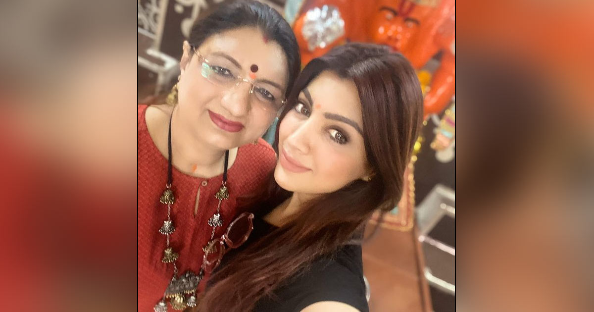 """Akanksha Puri On Mother's Day: """"Can Never Forget Driving Which I Learnt From The Best Driver In The World, My Mom"""" - Exclusive"""