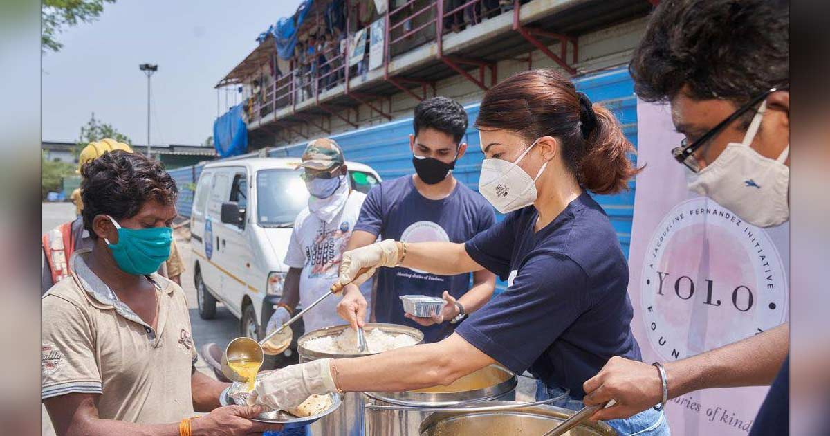 Jacqueline Fernandez helps feed people, interacts with Covid warriors
