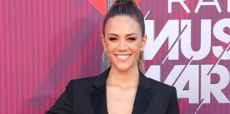 Jana Kramer Goes Topless