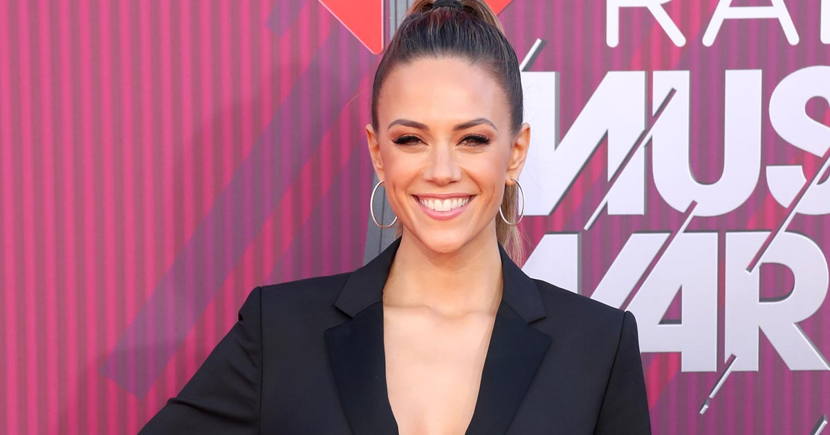 Jana Kramer Goes Topless In A Monochrome Picture After A Bo*b Job!