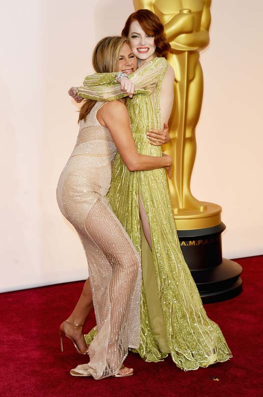 Jennifer Aniston Lifting Emma Stone Was A Sight To Behold On The Oscar's Red Carpet