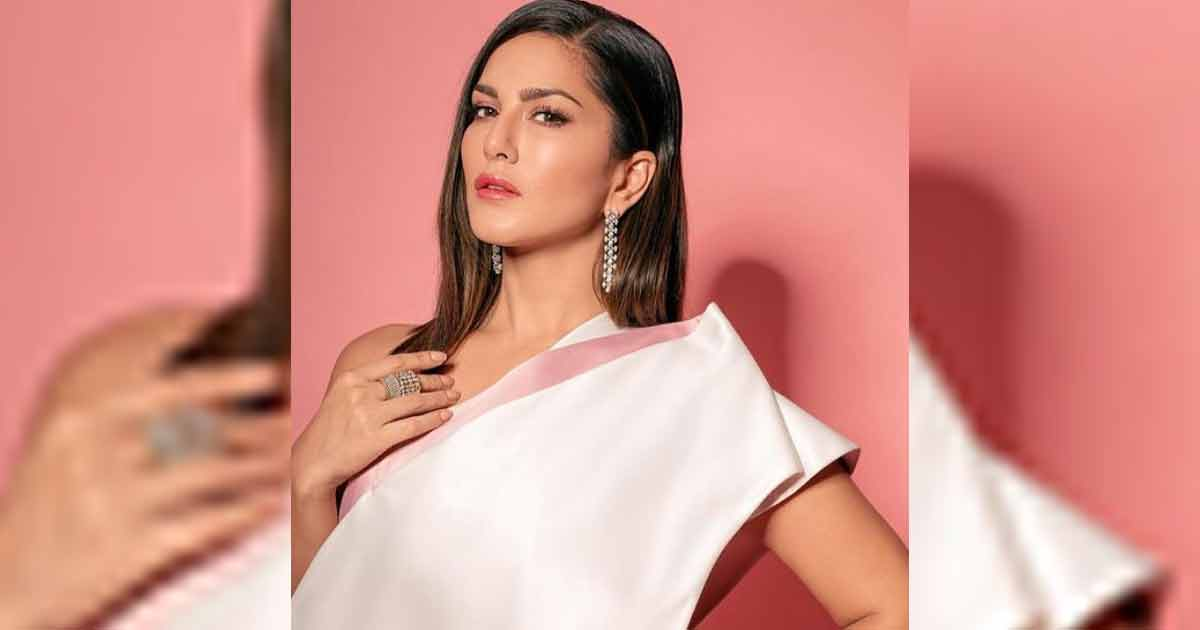 Sunny Leone Has The Best Trick Of How To Hide Your Personal Chats From People Without Using Any App, Read On