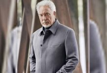 Tom Jones reacts to becoming oldest singer to top UK charts