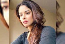 What! Priyanka Chopra Jonas' Cousin & Actress Meera Chopra Faked As Frontline Worker To Get Vaccinated?