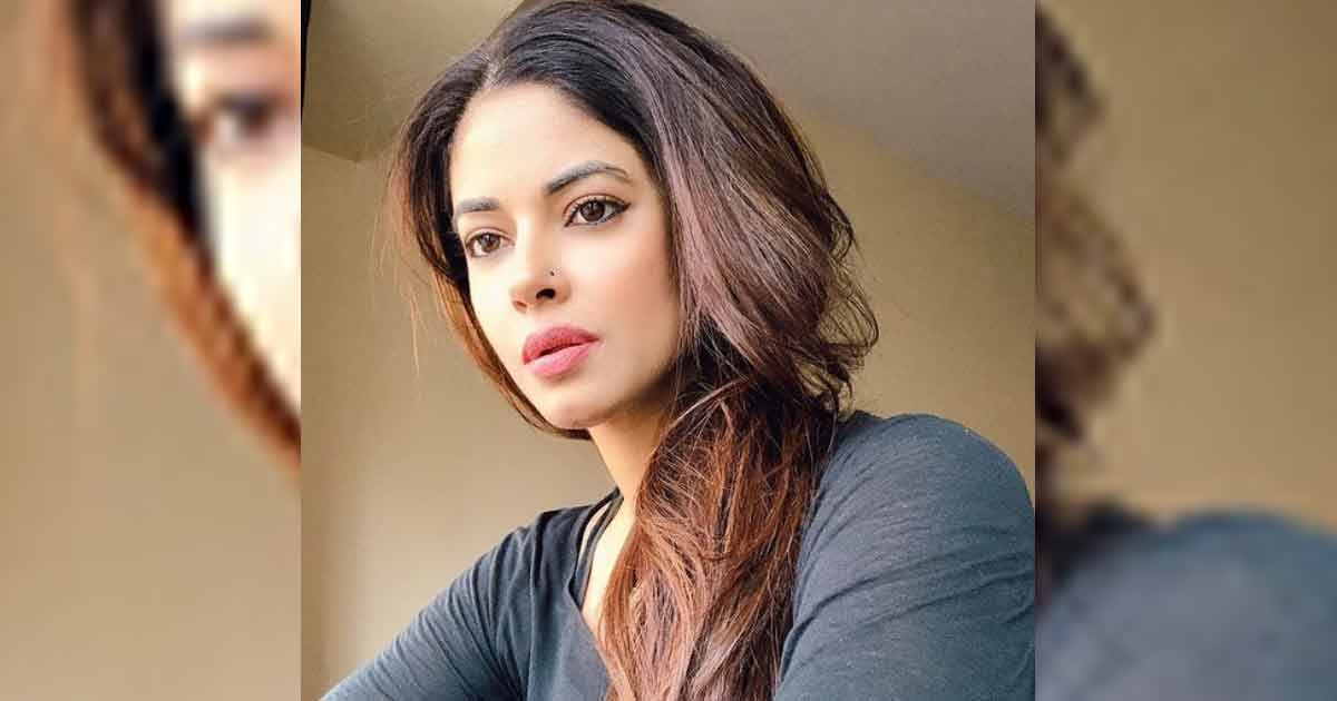 Meera Chopra Gets Vaccinated Posing As Frontline Worker, Deletes Post After Controversy Erupts