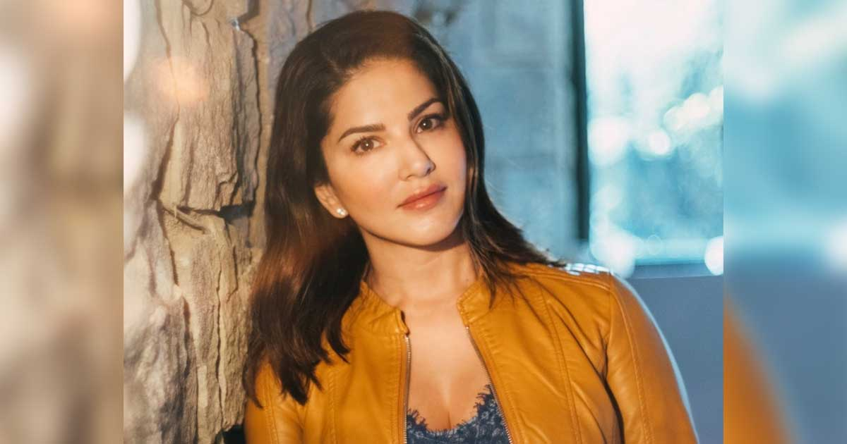 When Sunny Leone's 'army' battled to zip her up