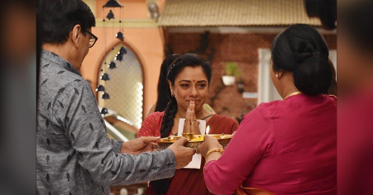 Anupamaa Daily Update: Baa, Babuji Welcome Anupamaa Once Again In The House, Kavya Shocked!