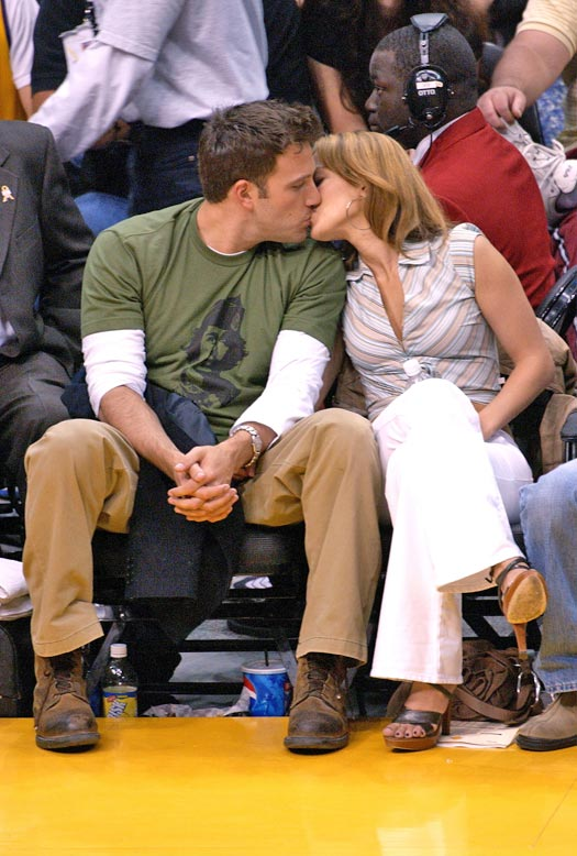 Ben Affleck & Jennifer Lopez's 'PDA' Hot Kiss Amid A Lakers' Game Screamed 'Single' At Us In Every Language, Check Out