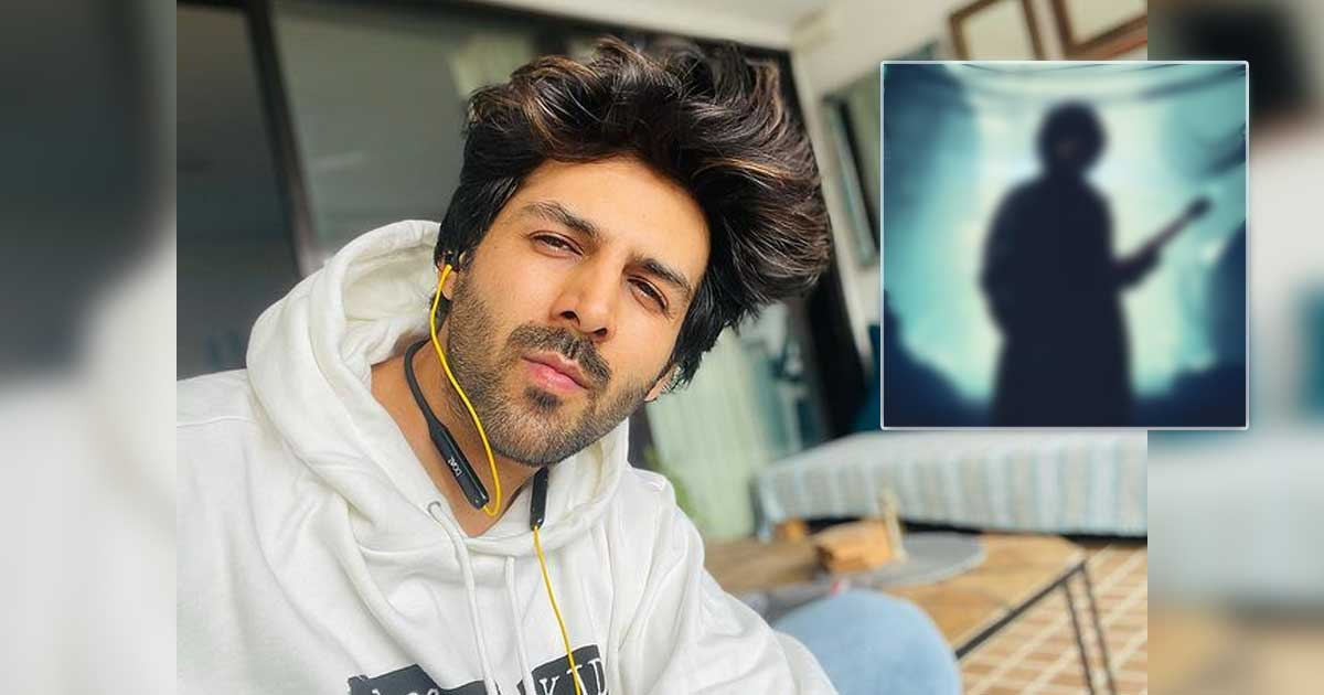 """Kartik Aaryan teases the fans with the """"Dhamaka"""" sign and teases the fans by saying """"Aa Raha Hai Kuch Alag Sa"""""""