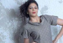 "FIR Fame Kavita Kaushik Gives Befitting Reply To A Troll For Calling Her ""Buddhi Ghodi Laal Lagaam"""