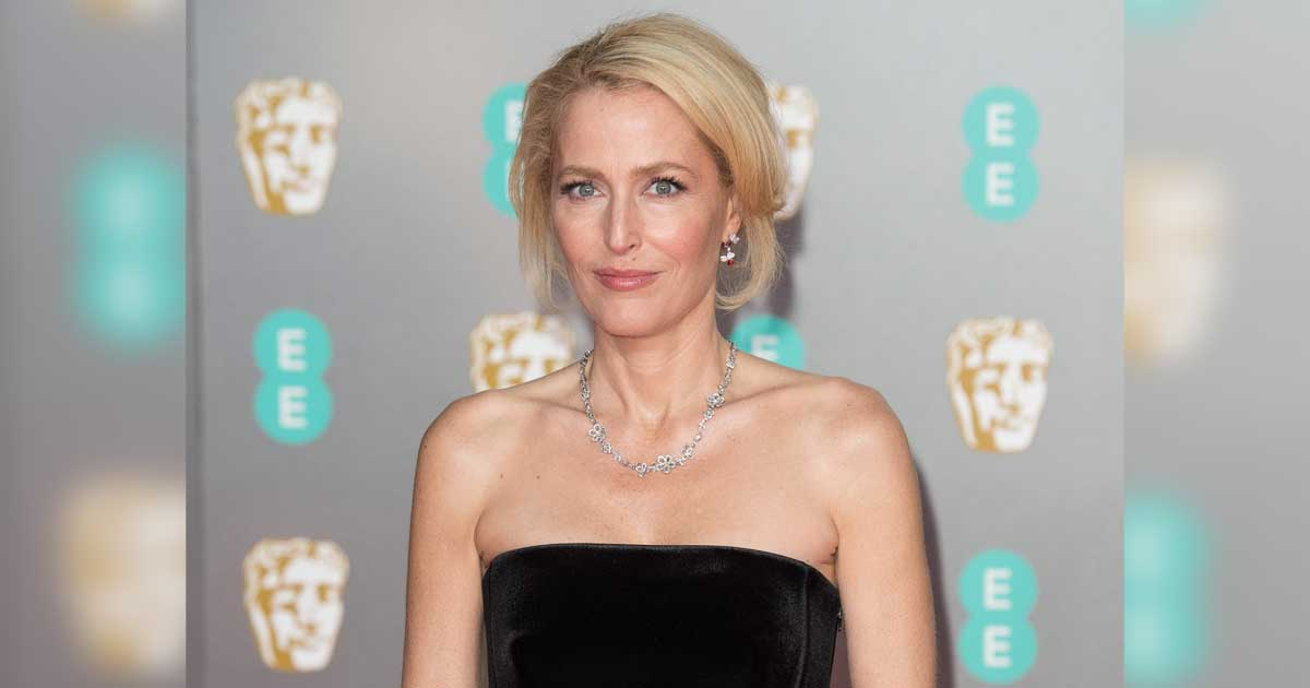 """Gillian Anderson is always comfortable because she's """"too uncomfortable"""" and says, """"I don't care if my breasts reach for my belly button."""""""