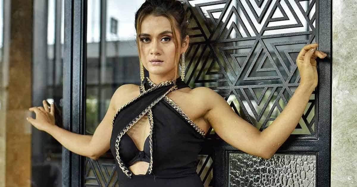 Taarak Mehta Ka Ooltah Chashmah Fame Aradhana Sharma Grooves To Tip Tip Barsa Pani & The Video Is Viral
