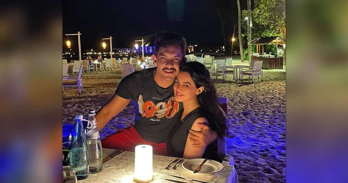 Aditya Narayan & Shweta Agarwal Are Vacationing In Maldives