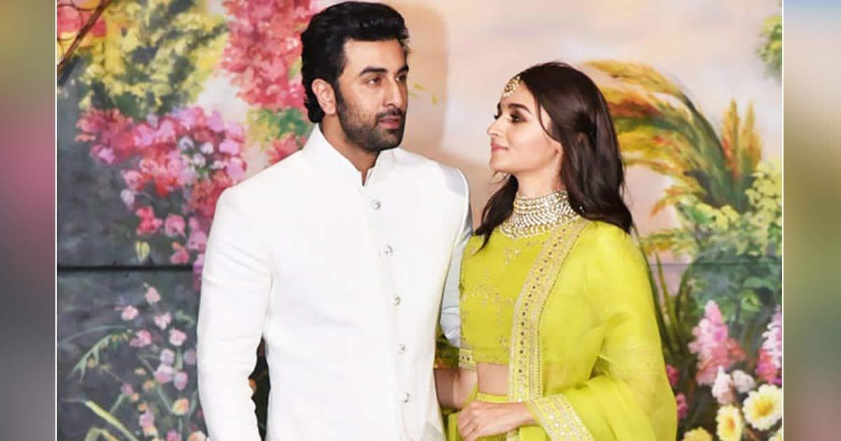 Fans Notice Ranbir Kapoor Kissing Alia Bhatt, See Pics