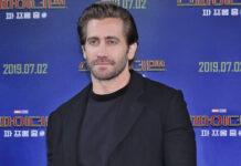 Jake Gyllenhaal says bathing isn't 'necessary'
