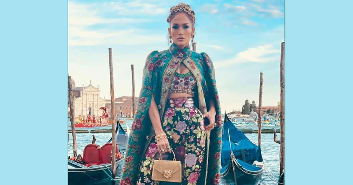 Jennifer Lopez accidentally leaves price tag on Dolce & Gabbana cape