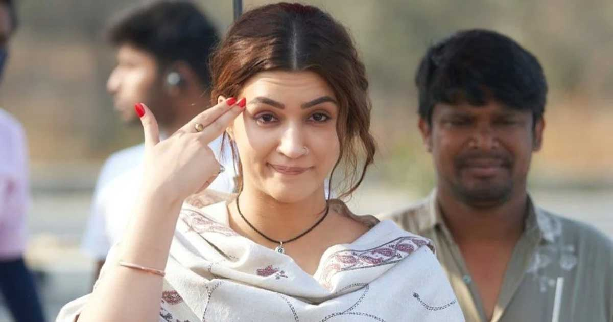 Kriti Sanon's phenomenal performance in Mimi propels her career to an all time high, firmly establishing her place in the league of top actresses like Deepika Padukone and Alia Bhatt!