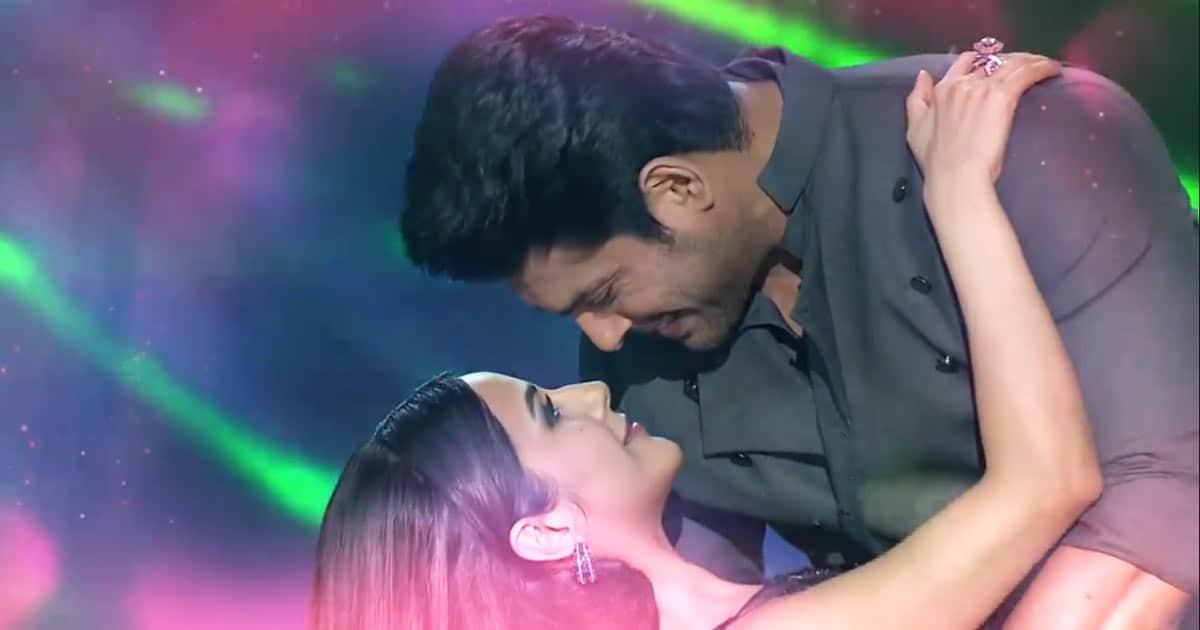 Sidharth Shukla & Shehnaaz Gill Confirm Their Relationship With A Kiss?