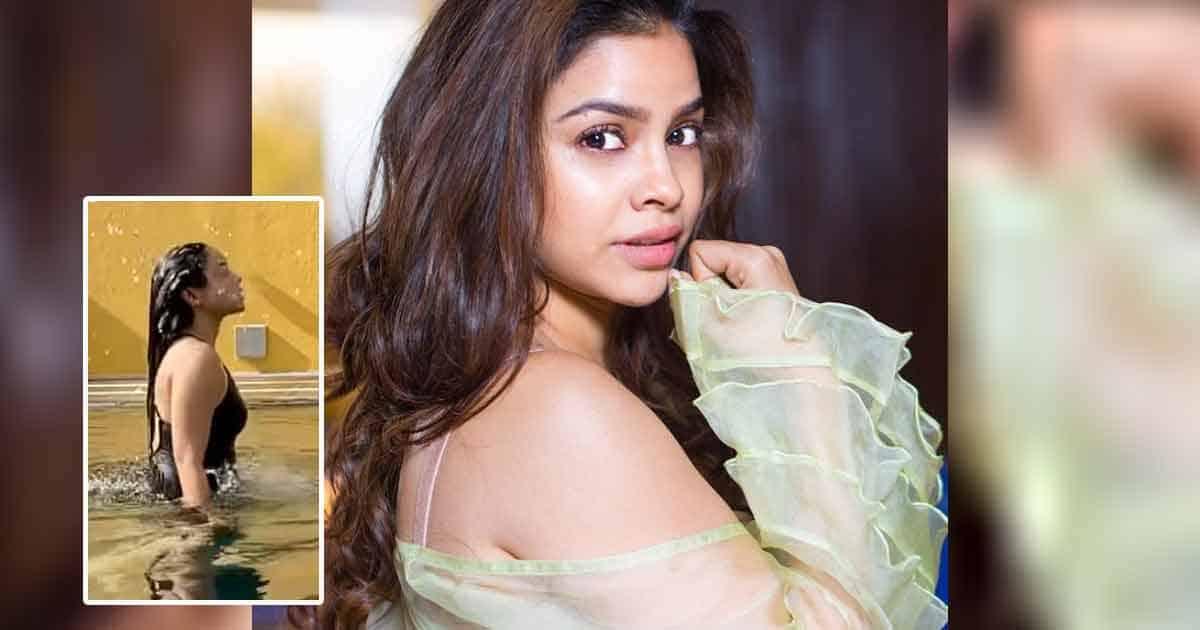 The Kapil Sharma Show Actress Sumona Chakravarti's Back Hair Flip In Black Monokini On Instagram Reels