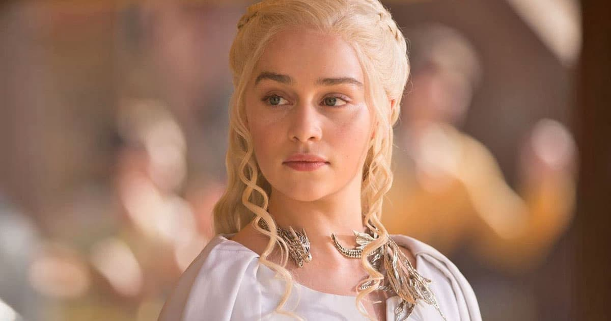 game of thrones khaleesi emilia clarke stuck into toilet while filming with fake blood on the show 001.