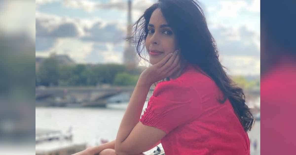 Mallika Sherawat Says She Always Stay Away From People Who Give Off Bad Vibes