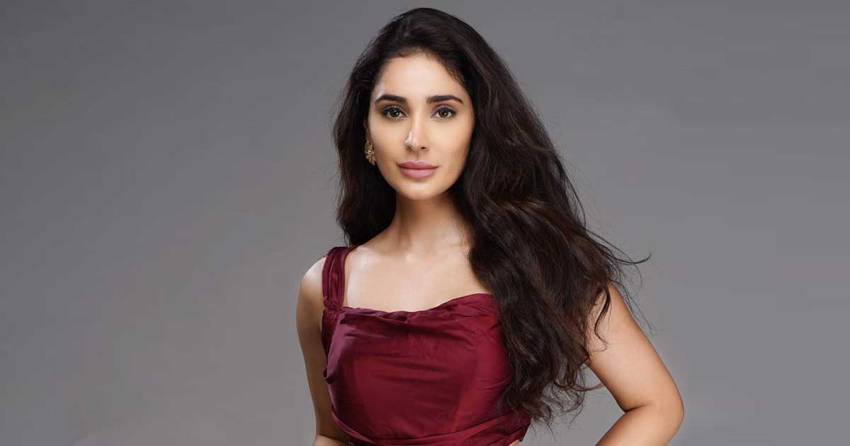 namaste-england-actress-alankrita-sahai-was-robbed-off-rs-6-5-lakh-at-knife-point-at-her-residence-001.jpg