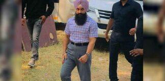 """Netizens Troll Aamir Khan Over His Latest High Waist Pants Look From Laal Singh Chaddha: """"Kya Bakwass?"""""""